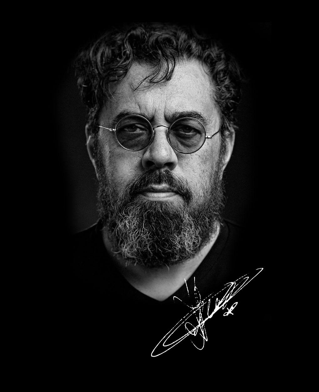 Jogchum-Veenstra---Portret-en-handtekening-zwartwit-2020